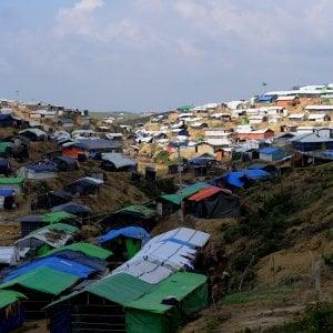 Bangladesh, le radioline a manovella nel campo profughi dei Rohingya per ritrovare la propria identità