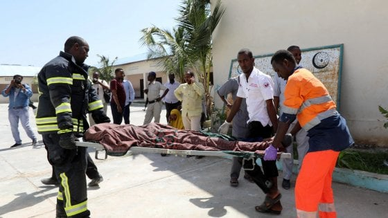Somalia, due attentati kamikaze a Mogadiscio, almeno 16 morti e decine di feriti