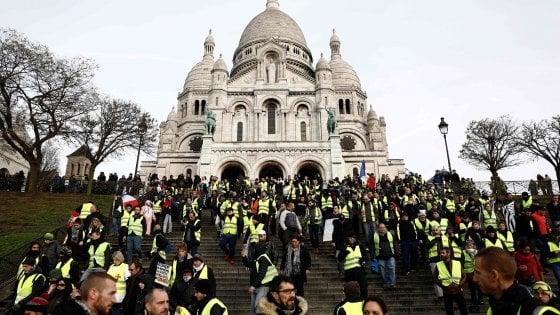 Gilet gialli, raduno a sorpresa a Montmartre: fermato il portavoce Drouet. Blocco stradale provoca un morto