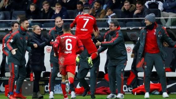 Germania, il Bayern non molla la presa: 0-3 all'Eintracht, Dortmund sempre avanti 6 punti