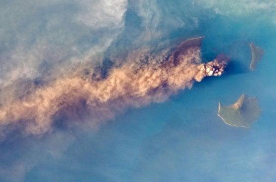 Indonesia, 281 morti e centinaia di feriti per uno tsunami provocato dal vulcano Krakatoa