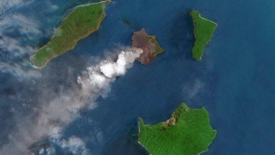 """Cos'è il Krakatau, """"figlio"""" del vulcano che seminò distruzione nell'Ottocento"""