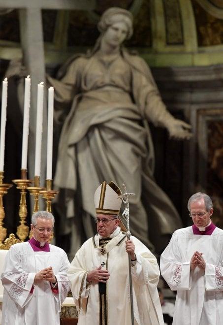 "L'omelia del Papa in Vaticano: ""Superare ingordigia ed egoismi, troppi senza pane"""
