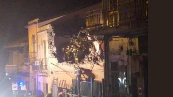 Etna, sisma di magnitudo 4.8 a Catania. Paura nella notte: crollano case, 10 feriti, gente in strada