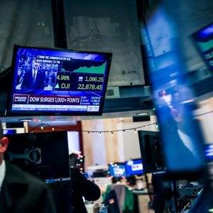 Le Borse giù con il nuovo tonfo di Wall Street. Spread in calo