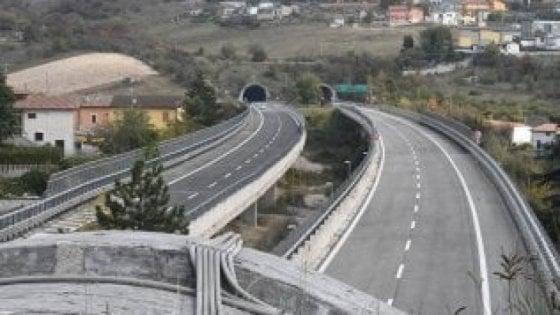 Autostrade, in arrivo aumenti pedaggio su A24 e A25: trattativa in corso, protesta dei sindaci di Lazio e Abruzzo