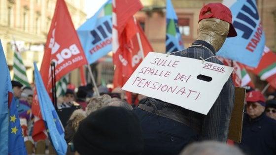 Manovra, pensionati in piazza: Non siamo il bancomat del governo