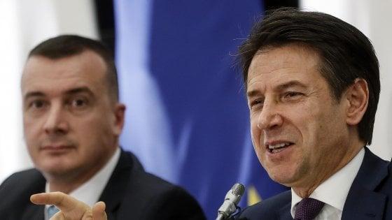 """Le reazioni alla conferenza di Conte. Il Pd: """"Offende i pensionati"""". Forza Italia: """"Solo bugie"""""""