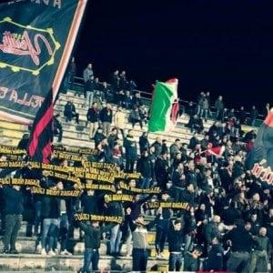 Serie C, Lucchese ceduta a 1 euro: i tifosi contestano la nuova proprietà