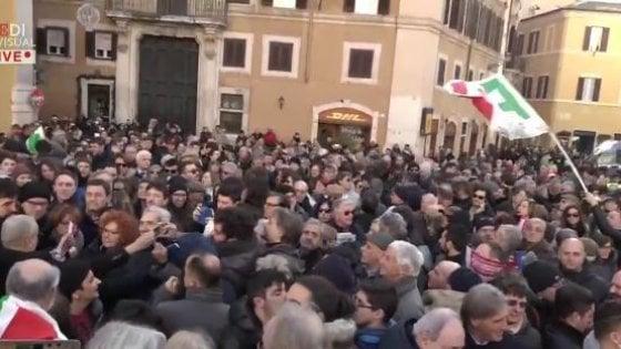 """Manovra, il Pd in piazza contro il governo: """"Lega e 5S affossano il Paese"""""""
