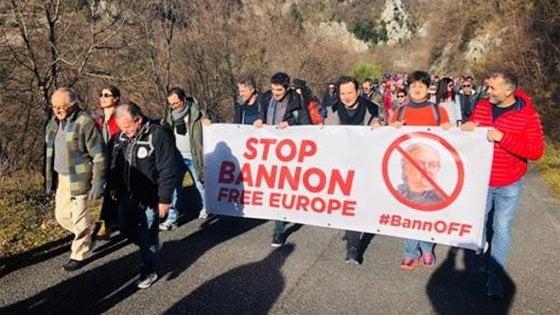 """Certosa di Trisulti, marcia contro la scuola di Steve Bannon. Il sindaco: """"Il monastero resti un luogo religioso"""""""