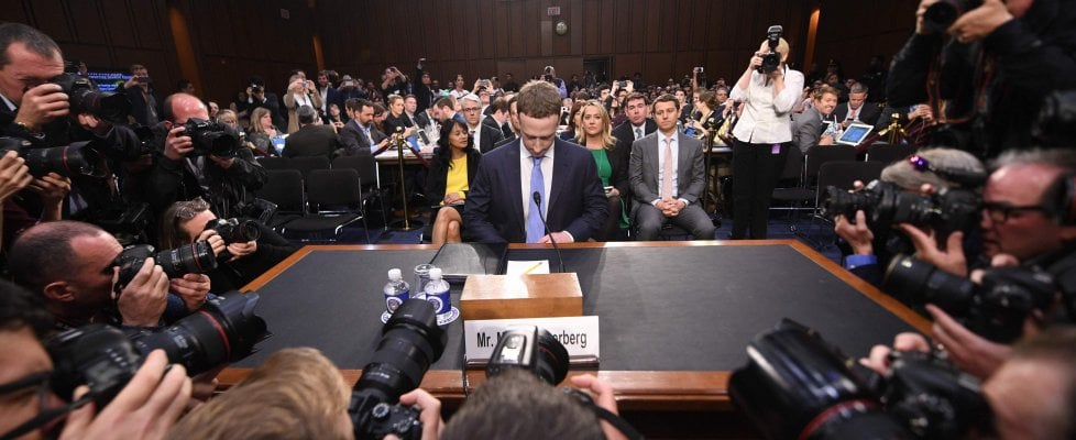 Facebook, l'anno nero di Mark Zuckerberg