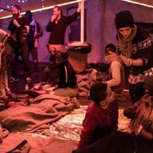 """Migranti, il grido d'aiuto dalle due navi umanitarie tedesche: """"Abbiamo bisogno di un porto subito"""""""