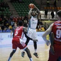 Basket, Cantù torna a vincere e inguaia Pistoia