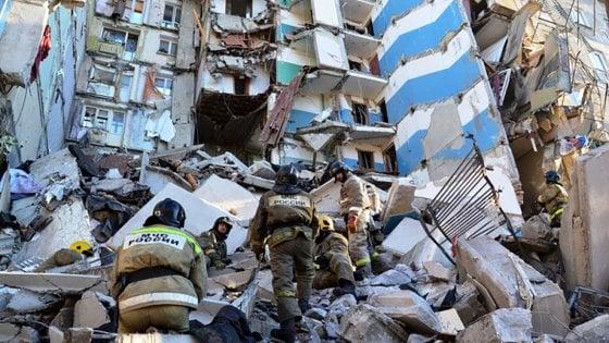 Russia, esplosione di gas in un condominio: almeno 4 morti e 79 dispersi