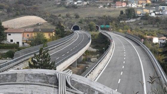 Pedaggi: Strada dei Parchi sospende gli aumenti. Toninelli: Non un centesimo in più sul 90% delle autostrade italiane
