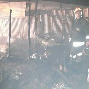 Calabria, nuovo incendio nella tendopoli di San Ferdinando, distrutta una quindicina di baracche