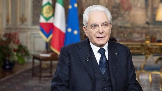 """""""Grazie Presidente"""", il popolo social applaude al discorso di fine anno di Mattarella"""