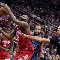 basket Nba: Harden show, tripla doppia con 43 punti