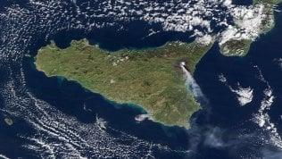 Foto L'eruzione dell'Etna vista dallo spazio