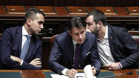 Politica, l'ingorgo di gennaio: reddito, quota 100, ma anche legittima difesa e referendum nell'agenda di Lega e 5S
