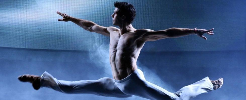 Roberto Bolle il mattatore, il suo show 'Danza con me' vola al top negli ascolti