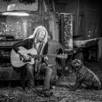 È morta Pegi, ex moglie e musicista di Neil Young: dedicò la vita all'attivismo