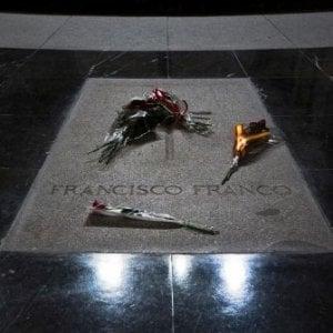 Spagna, il priore della valle dei Caduti si oppone alla riesumazione dei resti di Franco