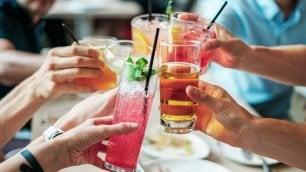 Buoni propositi per il 2019: smettere di fumare è più facile se si riduce anche l'alcol