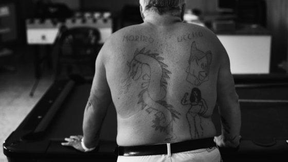 """'Mamma vita mia', amore e morte sulla pelle: in un doc i tattoo dei carcerati: """"Era un simbolo di rispetto"""""""
