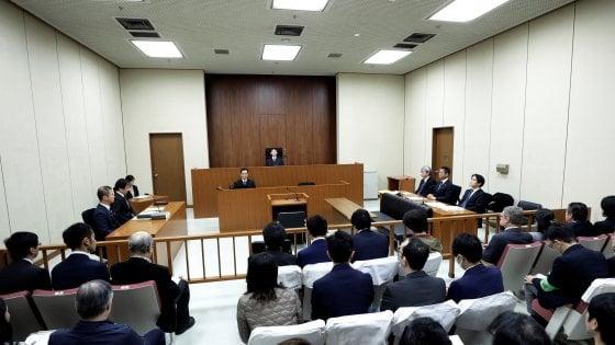 """Caso Nissan, l'ex presidente Ghosn compare in tribunale: """"Sono innocente"""""""