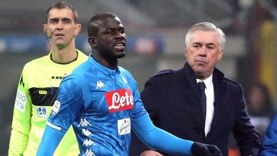 """Cori razzisti, il Napoli non cambia idea: """"Pronti a fermarci"""""""