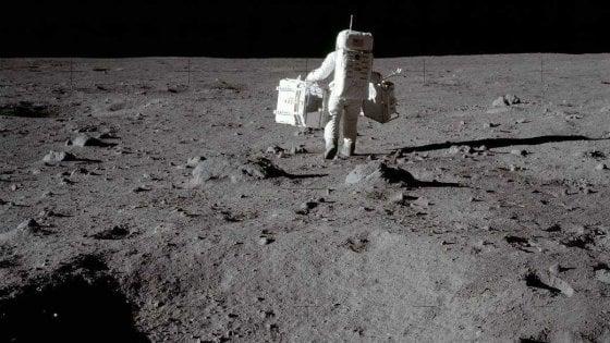 Sulla Luna come Spiderman: una tuta spaziale contro la fastidiosa polvere lunare