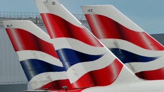 Partenze da aeroporto Heathrow sospese per l'avvistamento di un drone