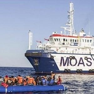 """MOAS, """"Nel mare in tempesta, al freddo tra paura e speranza"""", mentre il Natale sopiva le coscienze dell'Europa"""
