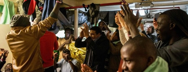 "Migranti, accordo su Sea Watch. Salvini: ""Il governo non cadrà ma pretendo chiarimento immediato"""
