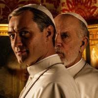 'The New Pope': John Malkovich e Jude Law. Ecco la prima foto ufficiale della nuova serie di Sorrentino