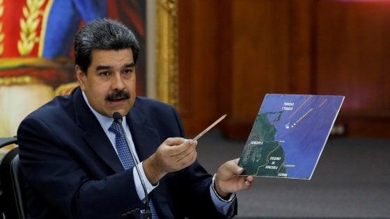 Venezuela, un uomo solo al comando: Maduro giura da presidente