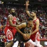 Basket, Nba: Antetokounmpo batte Harden, San Antonio cade a Memphis