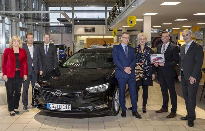 Opel Insignia numero 1.111.111, che record