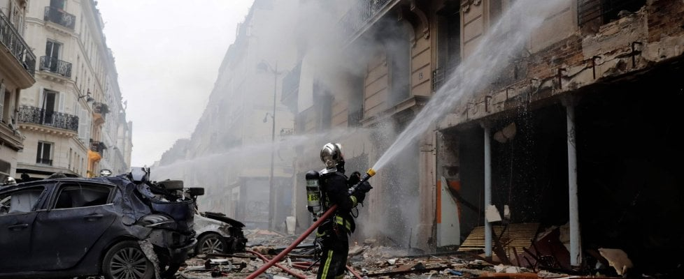 """Parigi, esplosione per una fuga di gas: 3 morti. Fra i feriti un'italiana, il padre: """"Operata, sta meglio"""""""