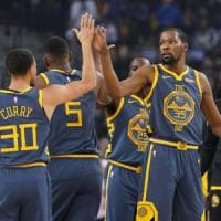 Basket, Nba: Warriors ok e Curry da record, Toronto torna in vetta a Est