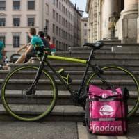 Rider, il governo studia le tutele: stop al pagamento a cottimo, tfr e rimborso per le bici