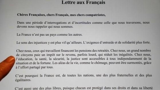 """Emmanuel Macron, lettera ai francesi: """"Trasformiamo insieme la collera in soluzioni"""""""