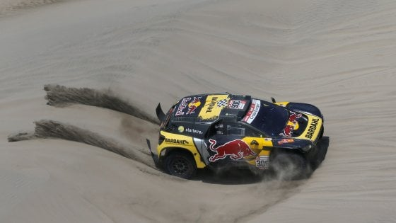 Dakar: Loeb conquista la sesta tappa, Quintanilla leader tra le moto