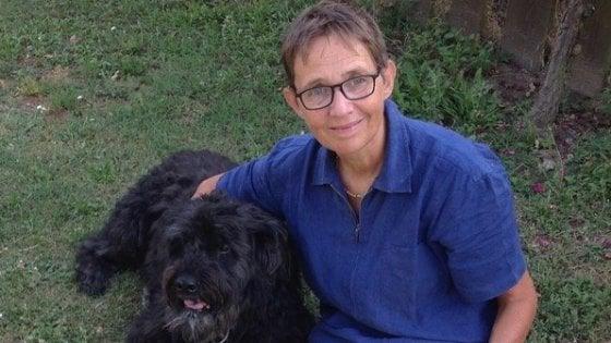 """""""Pimpi è morta ieri"""": l'addio di Susanna Tamaro alla sua cagnolina, uccisa da un boccone avvelenato"""