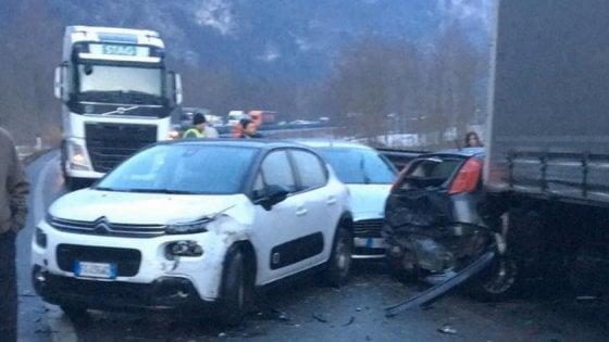 Maxi tamponamento per il ghiaccio in Valsugana: 16 feriti di cui tre in pericolo, coinvolti 50 veicoli