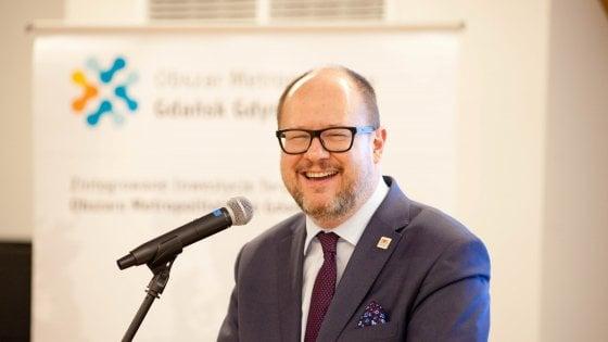 E' morto il sindaco di Danzica accoltellato a un evento di beneficenza
