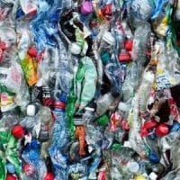 Raccogliamo sempre più plastica, ma il 40% non viene riciclato
