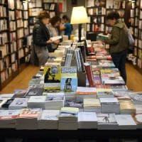 In libreria, online o al mercatino? Ecco dove compriamo i libri, e perché